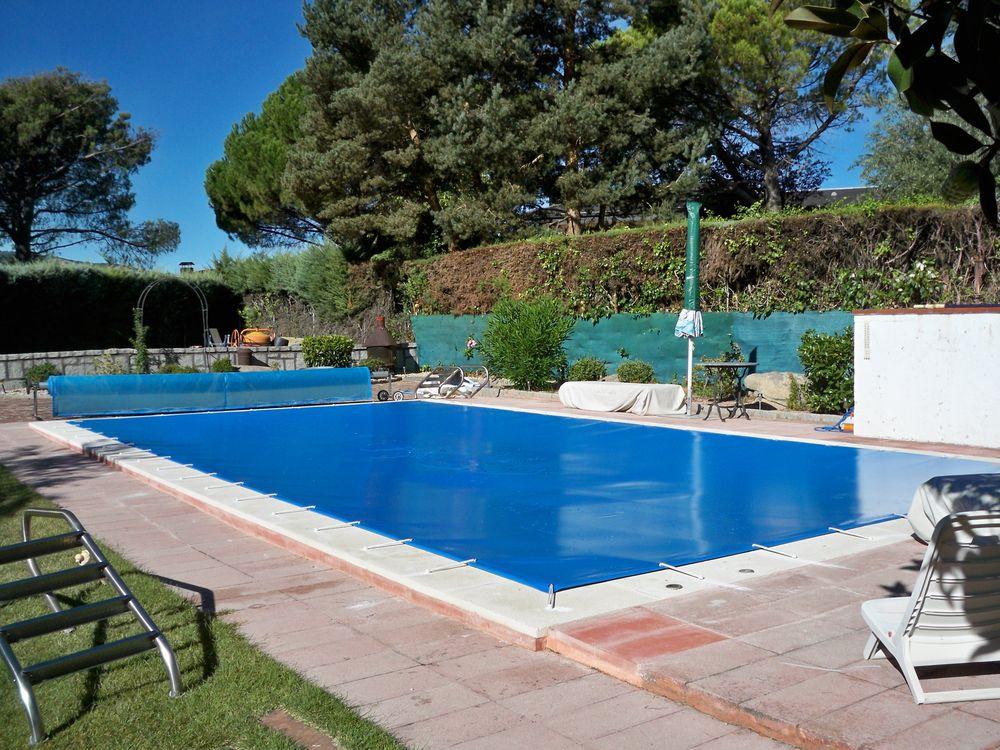 Protecci n piscina familiar iber coverpool for Piscina cuadrada