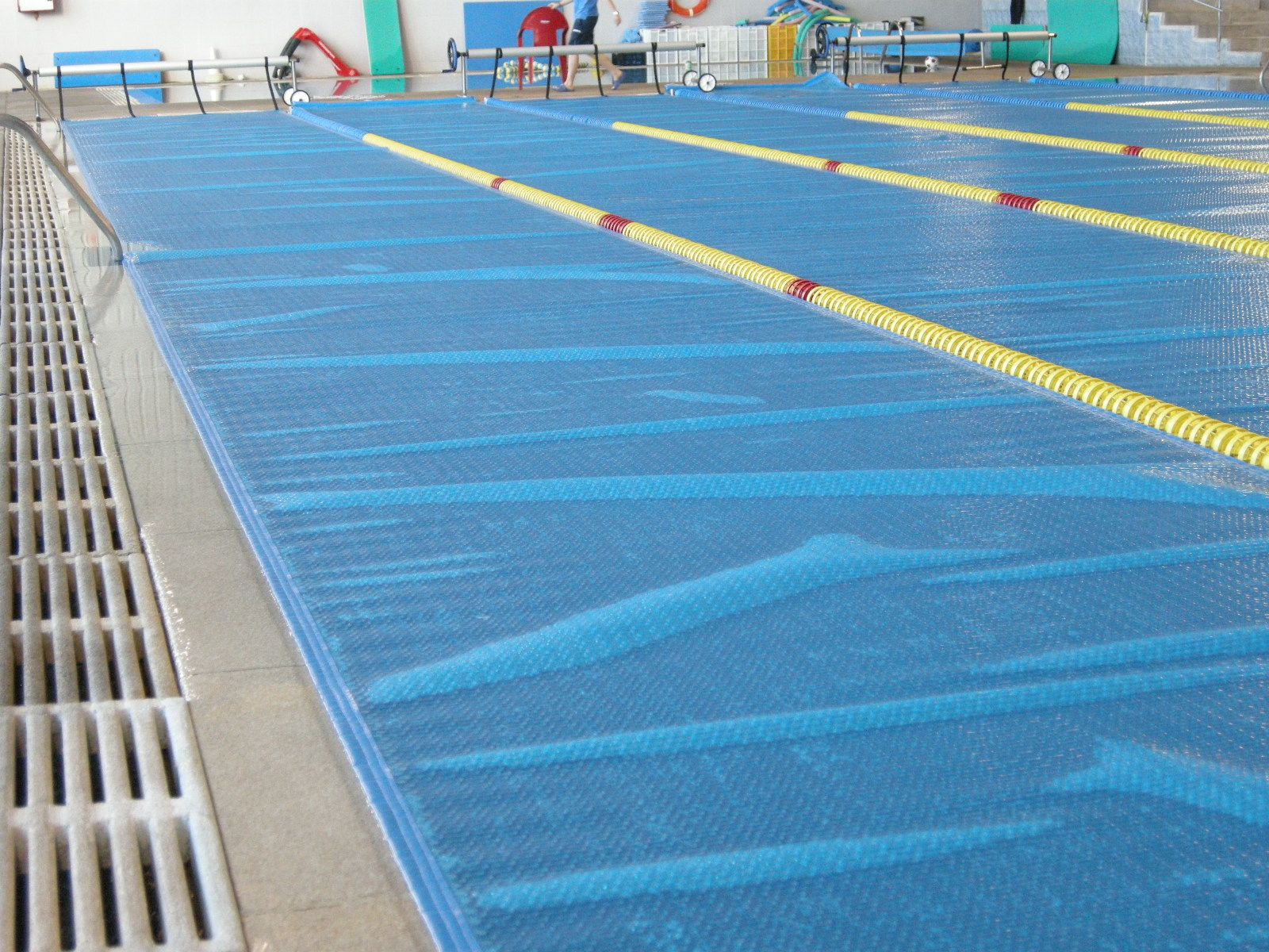 Piscinas p blicas cobertor solar iber coverpool for Cobertor solar piscina