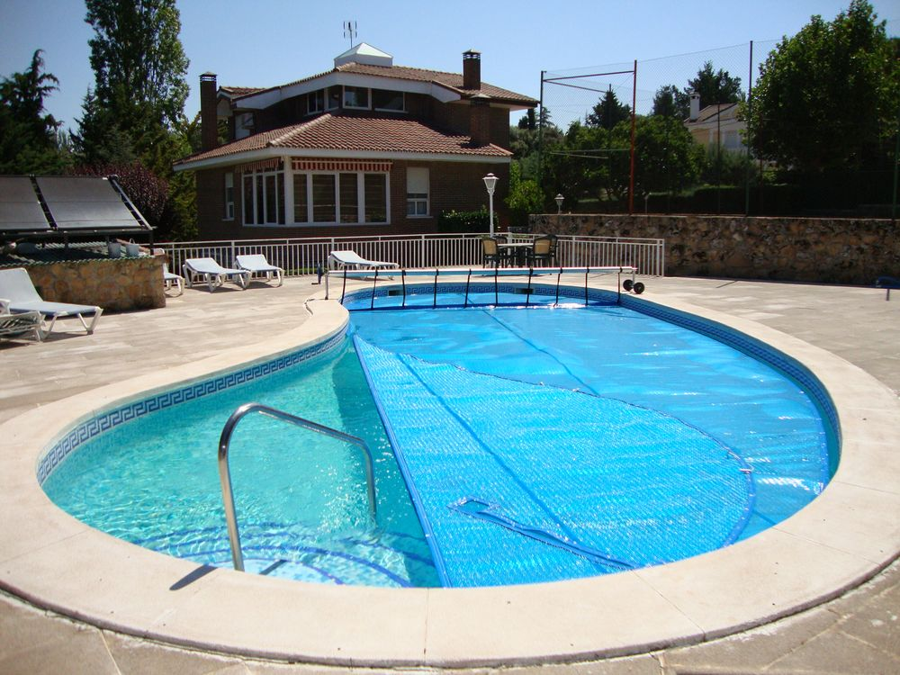 Solar t rmico piscina irregular iber coverpool for Formas para piscinas