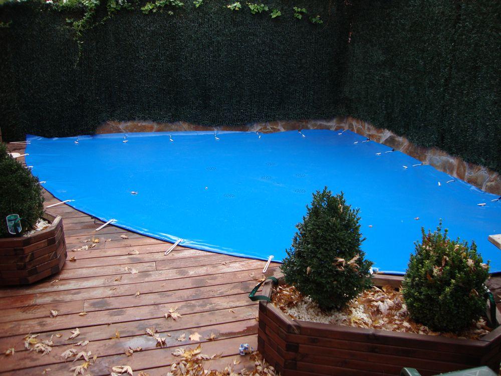Cobertores para piscinas good cubierta invierno catlogo u for Cubre piscina bestway