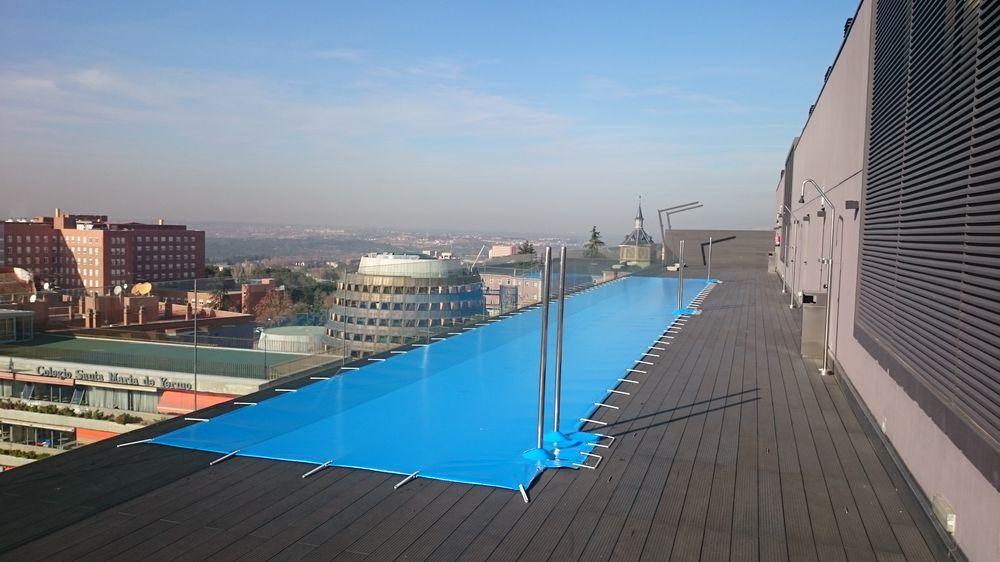 Piscinas de madera o en tarima iber coverpool for Proteccion de piscinas